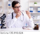 Eye doctor in medical concept. Стоковое фото, фотограф Elnur / Фотобанк Лори