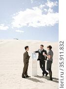 People around water cooler in the desert. Стоковое фото, фотограф Shannon Fagan / Ingram Publishing / Фотобанк Лори