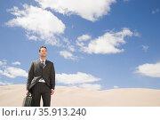 Businessman in desert. Стоковое фото, фотограф Shannon Fagan / Ingram Publishing / Фотобанк Лори