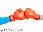 Zwei Hände boxen in roten Boxhandschuhen gegeneinander. Стоковое фото, фотограф Zoonar.com/Robert Kneschke / age Fotostock / Фотобанк Лори