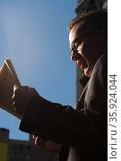 Businessman reading newspaper. Стоковое фото, фотограф Shannon Fagan / Ingram Publishing / Фотобанк Лори