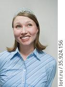 Office worker wearing tiara. Стоковое фото, фотограф Shannon Fagan / Ingram Publishing / Фотобанк Лори