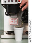 Businessman pouring a coffee. Стоковое фото, фотограф Shannon Fagan / Ingram Publishing / Фотобанк Лори
