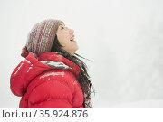 Woman in the snow. Стоковое фото, фотограф Shannon Fagan / Ingram Publishing / Фотобанк Лори