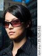 Woman wearing sunglasses. Стоковое фото, фотограф Shannon Fagan / Ingram Publishing / Фотобанк Лори