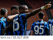 Inter's players celebrate goal by Ashley Young during the match ,... Редакционное фото, фотограф Nicola Marfisi / AGF/Nicola Marfisi / AGF / age Fotostock / Фотобанк Лори