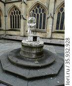 Rebecca Fountain, located by Bath Abbey, Bath, England. Erected by the Bath Temperance Association in 1861, Редакционное фото, агентство World History Archive / Фотобанк Лори