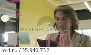 Caucasian businesswoman using tablet, inventing concept and making notes. Стоковое видео, агентство Wavebreak Media / Фотобанк Лори