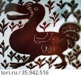 Pilkington gold lustre dragon tile. Редакционное фото, агентство World History Archive / Фотобанк Лори