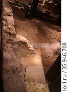 Entrance to a shop, in the Roman city, Barcelona, Spain. 2nd Century AD (2016 год). Редакционное фото, агентство World History Archive / Фотобанк Лори