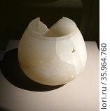 Alabaster tripod pot from Aire Maya 600-900 AD Mayan Mexico. Редакционное фото, агентство World History Archive / Фотобанк Лори