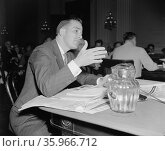 Leo A. Dawson, testifying before the Dies Un-American Committee. Редакционное фото, агентство World History Archive / Фотобанк Лори