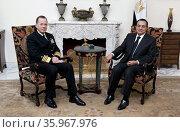 Photograph of Admiral Mike Mullen and President Hosni Mubarak. Редакционное фото, агентство World History Archive / Фотобанк Лори