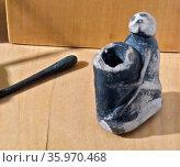 Egyptian cosmetics (Kohl) pot an stick; Late Period (715-332 BC). Редакционное фото, агентство World History Archive / Фотобанк Лори
