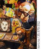 Film memorabilia of Charlie Chaplin, Marylin Monroe and a Woody Allen, Statuette, Barcelona, Spain 2015. Редакционное фото, агентство World History Archive / Фотобанк Лори