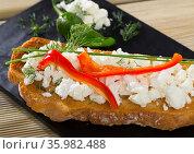 Bulgarian toast with brinsen cheese, bell pepper. Стоковое фото, фотограф Яков Филимонов / Фотобанк Лори