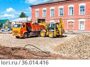 Borovichi, Russia - July 22, 2019: Front loader working on the construction... Редакционное фото, фотограф Zoonar.com/Alexander Blinov / age Fotostock / Фотобанк Лори