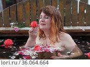 Beautiful woman posing in cedar phyto font. Стоковое фото, фотограф Марина Володько / Фотобанк Лори