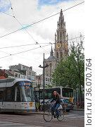 Antwerp, Belgium - June 16, 2017: City life on the Groenplaats, the... Стоковое фото, фотограф Zoonar.com/Jiri Vondrous / age Fotostock / Фотобанк Лори