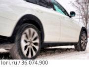 Unscharfer PKW mit Bewegungsunschärfe auf einer glatten Straße im... Стоковое фото, фотограф Zoonar.com/HEIKO KUEVERLING / easy Fotostock / Фотобанк Лори