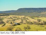 A small farm in the Australian countryside near the Blue Mountains... Стоковое фото, фотограф Marquicio Pagola / age Fotostock / Фотобанк Лори
