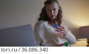 Confused senior caucasian woman making consultation video call holding two bottles of tablets. Стоковое видео, агентство Wavebreak Media / Фотобанк Лори