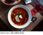 Traditional Russian meat soup Solyanka with sour cream and lemon. Стоковое фото, фотограф Яков Филимонов / Фотобанк Лори