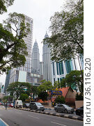 Kuala Lumpur, Malaysia. Vertical street view (2019 год). Редакционное фото, фотограф EugeneSergeev / Фотобанк Лори
