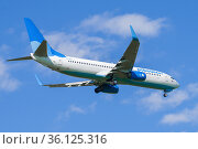 """Самолет Boeing 737-800 (VP-BFB ) авиакомпании """"Победа"""" на глиссаде перед посадкой. Редакционное фото, фотограф Виктор Карасев / Фотобанк Лори"""