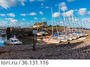 Porlock Weir, Somerset, England, UK - October 01, 2018: Boats in ... Стоковое фото, фотограф Zoonar.com/Bernd Brueggemann / age Fotostock / Фотобанк Лори