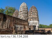 Древний кхмерский храм Wat Si Sawai в историческом парке города Сукхотай солнечным днем. Таиланд (2016 год). Стоковое фото, фотограф Виктор Карасев / Фотобанк Лори