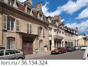 Дижон, Франция. Колоритная  улица Prefecture (2017 год). Редакционное фото, фотограф Rokhin Valery / Фотобанк Лори