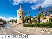 Torre del Oro, historical limestone Tower of Gold in Seville, Spain (2019 год). Редакционное фото, фотограф Юлия Белоусова / Фотобанк Лори