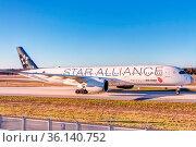 Flugzeug der Air China aus Shanghai nach der Landung auf der Nordwest... Стоковое фото, фотограф Zoonar.com/mije-shots / age Fotostock / Фотобанк Лори