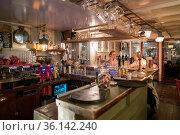 V11: zur Kneipe/Bar mit Tanzraum umgebautes altes englisches Feuerschiff... Стоковое фото, фотограф Zoonar.com/Robert B. Fishman / age Fotostock / Фотобанк Лори