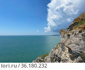 Дождевая туча надвигается на Керченский пролив, Крым. Стоковое фото, фотограф Мария Кылосова / Фотобанк Лори