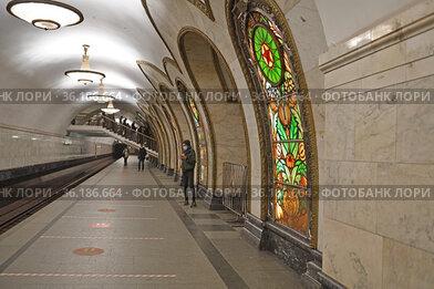 Novoslobodskaya (1952), Moscow Metro station, in spring