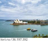 Sydney Harbour with iconic Sydney Opera House in view, Circular Quay... Стоковое фото, фотограф Mehul Patel / age Fotostock / Фотобанк Лори