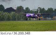 Slow landing of a turboprop aircraft (2017 год). Редакционное видео, видеограф Игорь Жоров / Фотобанк Лори