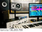 Synthesizer closeup, recording studio equipment. Стоковое фото, фотограф Tryapitsyn Sergiy / Фотобанк Лори