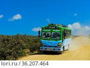 Bus auf einer staubigen Landstrasse bei Hawzien, Gheralta Region,... Стоковое фото, фотограф Zoonar.com/Georg / age Fotostock / Фотобанк Лори