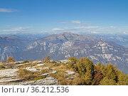 Blick vom Monte Castelberto in den Lessinischen Bergen quer übers... Стоковое фото, фотограф Zoonar.com/Eder Christa / easy Fotostock / Фотобанк Лори