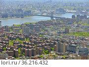 Manhattan aerial view and Williamsburg Bridge in spring. New York City (NYC), USA (2019 год). Стоковое фото, фотограф Валерия Попова / Фотобанк Лори