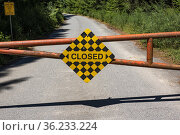 A closed road on Galiano Island, Gulf Islands, British Columbia, ... Стоковое фото, фотограф Douglas Williams / age Fotostock / Фотобанк Лори