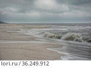 Strand mit Brandung am Knie der Insel Sylt in der Nordsee. Стоковое фото, фотограф Zoonar.com/JOACHIM G. PINKAWA / easy Fotostock / Фотобанк Лори