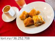 Turkish dessert baklava with honey and nuts. Стоковое фото, фотограф Яков Филимонов / Фотобанк Лори