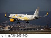 Vueling Airbus approaching to runway at El Prat Airport (2020 год). Редакционное фото, фотограф Яков Филимонов / Фотобанк Лори