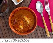 Stew of lentils with meat, chorizo and vegetables in clay bowl. Стоковое фото, фотограф Яков Филимонов / Фотобанк Лори