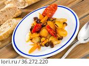 Pan-fried potatoes with mushrooms and chorizo. Стоковое фото, фотограф Яков Филимонов / Фотобанк Лори