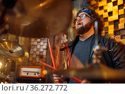 Drummer playing on drum kit, music performing. Стоковое фото, фотограф Tryapitsyn Sergiy / Фотобанк Лори